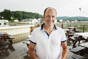Robert Bergh, 45 år, travtränare på Bergsåker:   – Kan du lova att ungdomar får en chans att komma ut i arbetslivet?