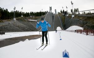 Rikard Tynell premiärtestar snön på Lugnets skidstadion