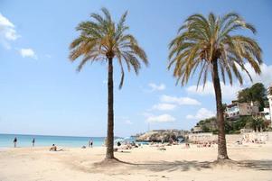 Sandstranden Cala Major ligger cirka 20 minuter från Palmas centrum med buss.