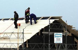 Företagsstödet till restaurangbygget i Skatan slog i taket på 1,8 miljoner kronor. Mer pengar går det inte att få i stöd och just taket läggs nu också på den nya byggnaden i den gamla fiskebyn.