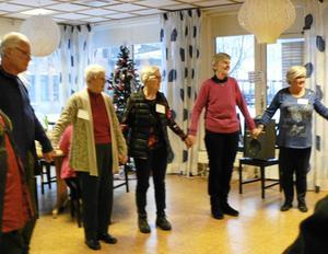 SPF Falun dansade ut julen på Kafé Björken.