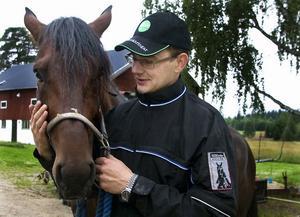 Ulf Pettersson och Dunder Kap har en dröm tillsammans – att vinna V75 på hemmaplan i morgon.