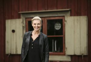 Under sommaren är Sanna Nielsen vanligtvis ute på turné. I år kommer hon att stanna hemma i Stockholm tack vare programledarjobbet på Skansen.