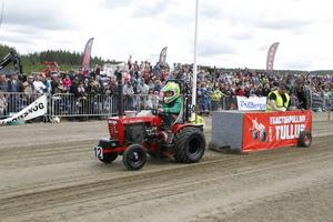 Karl Markusson, 9 år, från Ljusdal, lyckades dra vagnen längs hela tävlingsbanan.