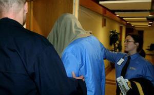 En av de misstänkta leds in under rättegången tidigare i vår.