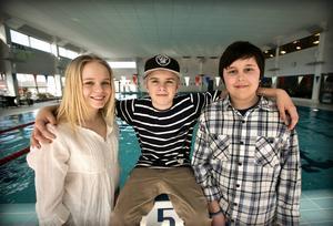 Tindra Jennel, Fabien Thomasson och Isaak Sundvall räddade livet på en skolkamrat som låg medvetslös på simbassängens botten.
