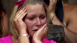 Lina Ilar i tårar under extra tävlingen i Farmens veckofinal.    Foto: Skärmdump/TV4