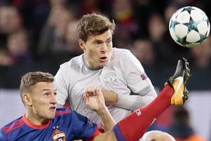 Victor Nilsson Lindelöf, i grått, i en Champions League-match mot CSKA Moskva.