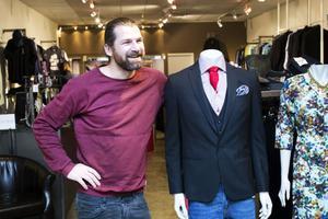 Johan Henriksson är delägare i butiken Fico i Gävle. Hans tips till män är att ha mer roligt.