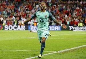 Portugals Ricardo Quaresma firar efter sitt mål.