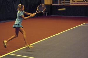 13-åriga superlöftet Indy De Vroome från Holland vann ITF-tävlingens flickklass i Bellevue. Tunn som en sticka men med en fantastisk teknik sopade hon banan med alla sina motståndare. De flesta var 3-4 år äldre än henne!