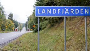 Namnet Inte bara på skylten. Landfjärden är en tätort, men har hittills inte varit en egen postort. Snart blir det ändring.