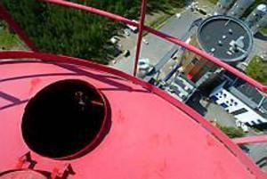 Foto: FRANK JULIN Uppdraget utfört. Efter 279 kliv på en stege är klättringen över och det är bara att njuta av utsikten.