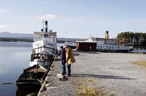 Östersunds kommun vill nu skänka bort Thomée, båten till höger. Ångaren Östersund har nu sin hemmahamn i Arvesund.