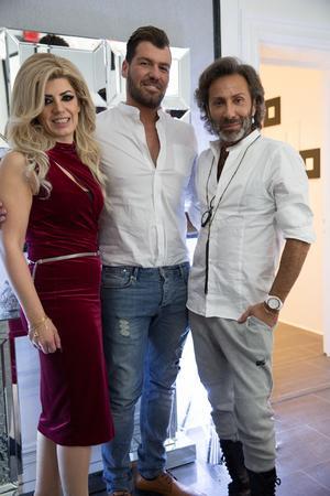 Syskonen Lisa och Gabriel Chabo startar upp en skönhetssalong tillsammans. Vännen Jean-Pierre Barda ville inte missa premiärfesten.
