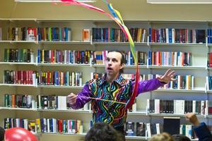 Cirkusshow och liten cirkusskola med Roman Kripatov.