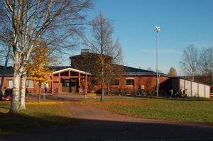 Morkarlbyhöjdens skola skakas av rykten om att droger används av eleverna.