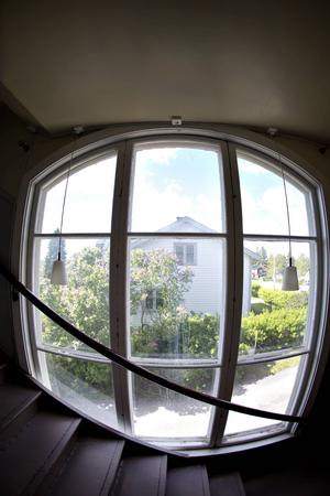 Vackra fönster pryder Godtemplargården.