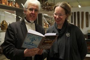 Jan-Eric Berger och Elisabeth Eriksson hann titta i årets Hälsingerunor strax innan programmet började.