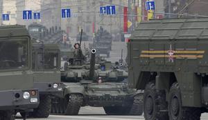 Ryssland har de senaste åren satsat stor summor på att rusta upp sitt försvar. Här en bild från en militärparad i Moskva tidigare i år.