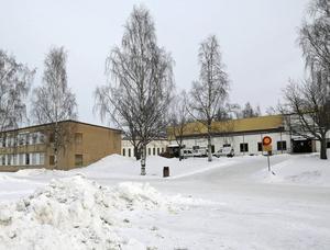 Ådalsskolan tvingades tillfälligt stänga av fem elever sedan de ägnat sig åt kränkande filmning.