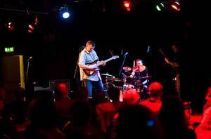 Tom & The Bluestouch var ett av fem band som spelade gratis under lördagens vårblues för att bidra till bluesfestivalens ekonomiska reparation.