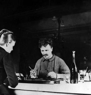August Strindberg och Siri Von Essen spelar bräde i Garsau 1886.
