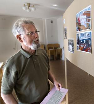 Tore Svedlund har samlat ihop massor av bilder och andra dokument som beskriver Vallstakyrkans hundraåriga historia.