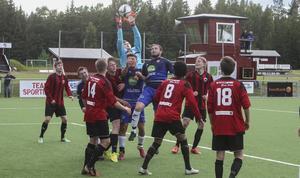 Tim Rönning plockade ner det mesta på Norralas många hörnor i matchen.