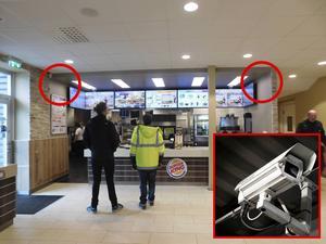 På dessa platser och ovanför restaurangens två drive in-luckor anser Johan Åkesson på länsstyrelsen att de borde kunna bevilja övervakningskameror.