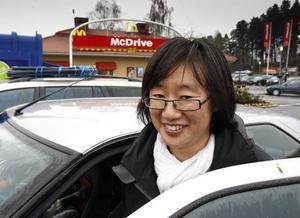 Eva Ljungberg och barnen Linn, Arvid och Aron Ljungberg Berglöf åt på McDonalds i Hudiksvall dagen efter avslöjandet om datumfusk. Hon tror inte att det fuskas i Hudiksvall.