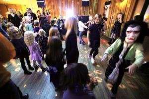 Det svängde på dansgolvet när barnen skakade loss.