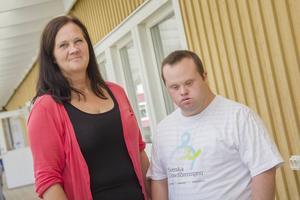 Patrik Karlsson och Carina Karlsson känner av resfebern. Carina är själv aktiv i Nätverk Gävleborg, det lokala nätverket i Svenska Downföreningen.