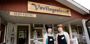 Annika och Sara Englin är nöja med sin första sommar som arrendatorer av Vevlingestrands camping.