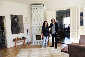 Anna Karin och Sune i vardagsrummet.