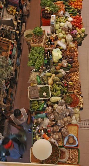 I huvudstaden Praia på ön Santiago är grönsaksmarknaden en höjdare.
