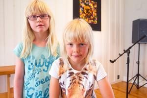 Kusinerna Hedda Liliegren 7 år och Liv Richter Liliegren 7 år.