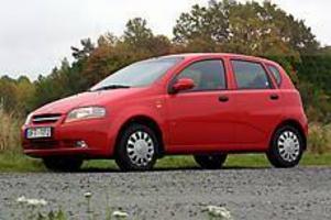 Litet höghus. Daewoo Kalos är förvånansvärt stor invändigt. Priset kan ge bilen en chans i den hårda konkurrensen bland småbilarna.