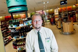 – Öl och rosévin och allt sånt som brukar vara stort sommartid har sålt sämre. Det har ju regnat väldigt mycket och det påverkar, säger Mikael Folkesson, butikschef i Ludvika fram till 31 augusti.