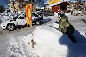 Starten gick vid torget i Sveg tidigt på morgonen och det var många unga motorintresserade på plats för att se fartmonstren.
