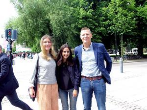 Pär Gussman med Kompis Sveriges grundare Natassia Fry och Pegah Afsharian.