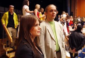 Ida Andersson och Tobias Wallin spelar två av de inhyrda lärarna på skolan.