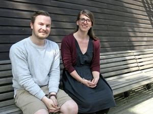 Erik Anderman och Elenor Noble, konstkonsulent respektive konsthandläggare i Gävleborg.