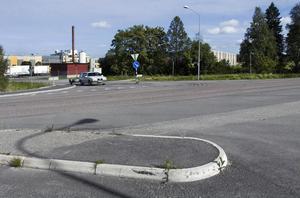 På denhär tomten vid korsningen mellan Anneforsvägen och Norra Kilaforsvägen vill Bollnäs Bostäder sätta upp fyra bostadslägenheter, moduler om 32 eller 40 kvadratmeter.