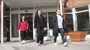 Mirjana Konic, Orjeta Hasanaj och Åsa Dahlström på hemtjänstuppdrag södra i Fagersta.