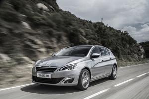 Nya Peugeot 308 med en supersnål bensinmotor släpper endast ut 114 gram koldioxid per kilometer.