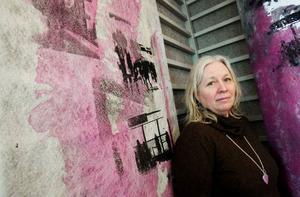 Susanne Frunck ställer ut grafik med motiv från Stockholms tunnelbana.  Foto: Ulrika Andersson
