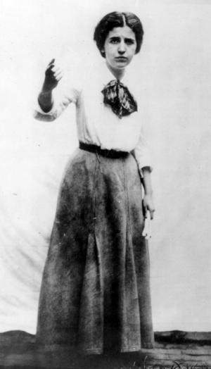 Elizabeth Gurley Flynn skriver till Joe Hill minst en gång i veckan under 1915, fram till dödsdagen i november.