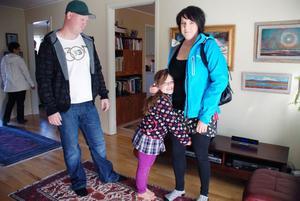 Tommy Bergström och Johanna Andersson tycker bostadsrätt är ett mycket bra alternativ eftersom familjen har småbarn och Tommy jobbar borta i veckorna.