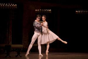 Klassiker. Jurgita Dronina och Olof Kallmansberger gör Romeo och Julia på nationalscenen. Under Stora Daldansen kan man se det klassiska kärleksparet i Mora.